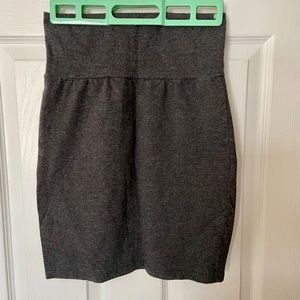 Aritzia Talula grey stretchy pencil mini skirt